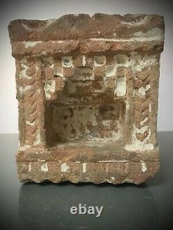 ANTIQUE / VINTAGE INDIAN SANDSTONE NICHE. WALL MOUNTED OIL OR GHEE LAMP. 19th c