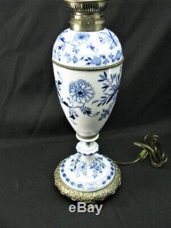 Signed Antique Meissen Porcelain Blue Onion Oil Lamp Electrified Exc Cond Works